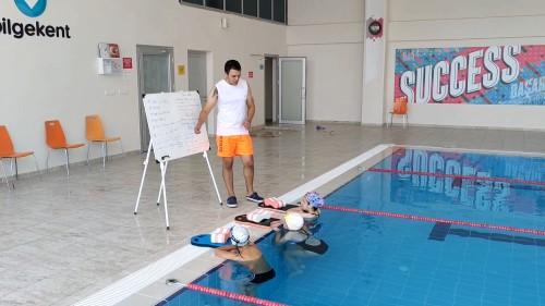 Bilgekent Okulları Yarı Olimpik Kapalı Yüzme Havuzu